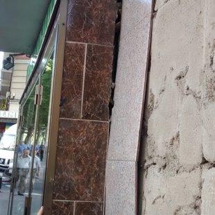 La fachada se desprende por derrumbes de las galerias de las pocerias¡¡